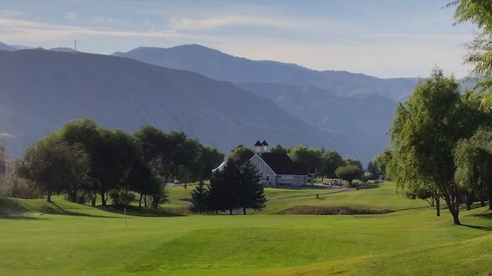 East Wenatchee, WA: First Hole at Highlander GC