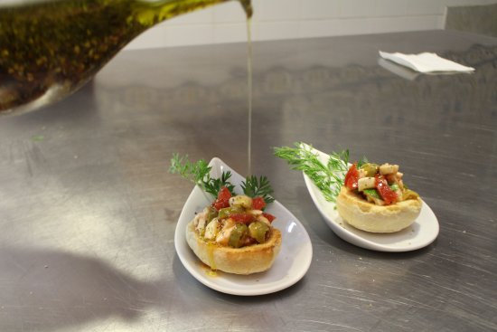 Old Taverna Sorrentina Cooking School : Bruschetta