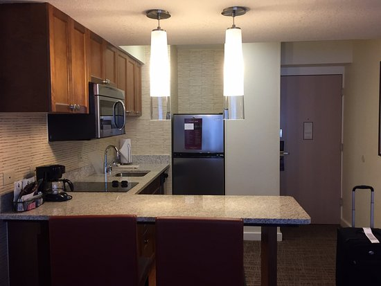 Residence Inn Chicago Downtown/Magnificent Mile: Kitchen
