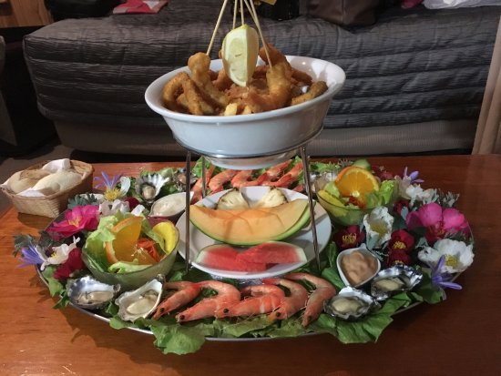 Pambula, Australia: This YUMMO seafood platter was included in our 3 night stay as part of the package.