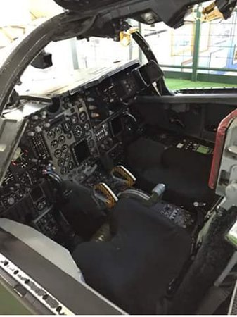 Caloundra, أستراليا: Inside the cockpit of the F-111C. You can get in on Open Cockpit Weekends.