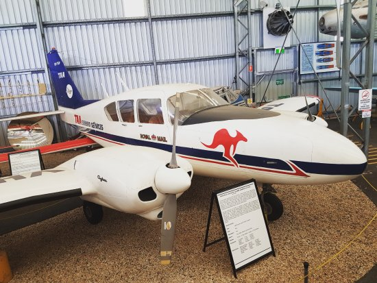 Queensland Air Museum : Piper PA-23-250 Aztec (TAA)