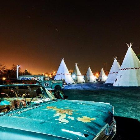 Wigwam Motel: Classic Cars 1