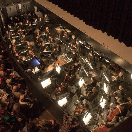 Opera National de Lyon: Échauffement des musiciens.