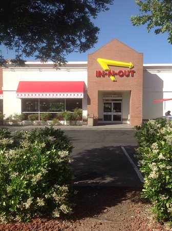 Front entrance - Picture of In-N-Out Burger, Fairfield