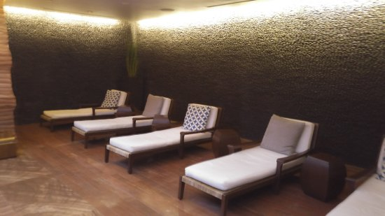 the most uncomfortable spa lounge chairs i have ever tried to relax