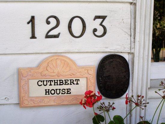 Cuthbert House Inn: Door Entrance