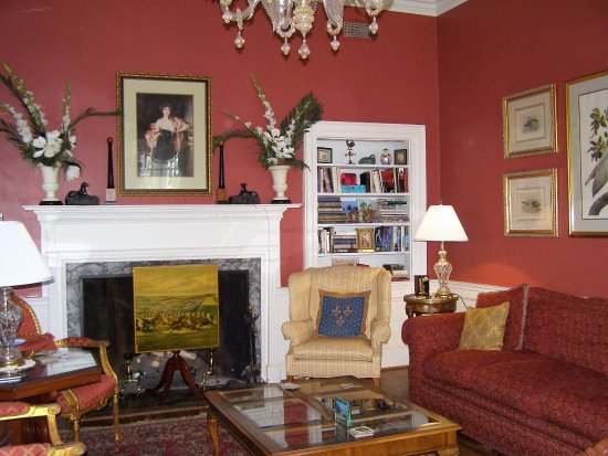 Cuthbert House Inn: The Lovely Ambiance of the Living Room