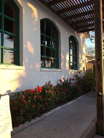 Little Bar Restaurant: photo1.jpg