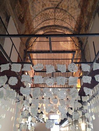 Espacio De Arte Contemporaneo: instalação com croche