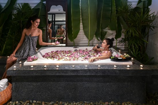 Shintamani Spa: Indulgence yourself in the wonderful floral bath :)