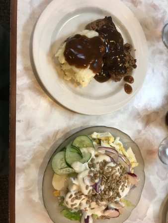 Oglesby, IL: Meat loaf, mashed pots and salad