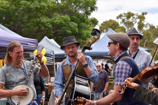 Willunga, Australia: Buskers performing at WFM
