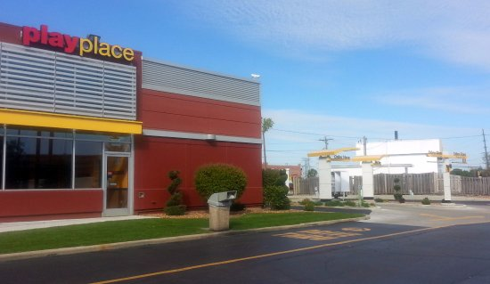 Elk Grove Village, IL: dual lane drive-thru