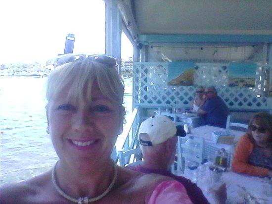 Pyrofani Tavern: Ouzo , meze lunch with friends .....perfect