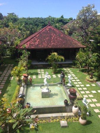 Segara Agung Hotel: Jardines desde el balcón