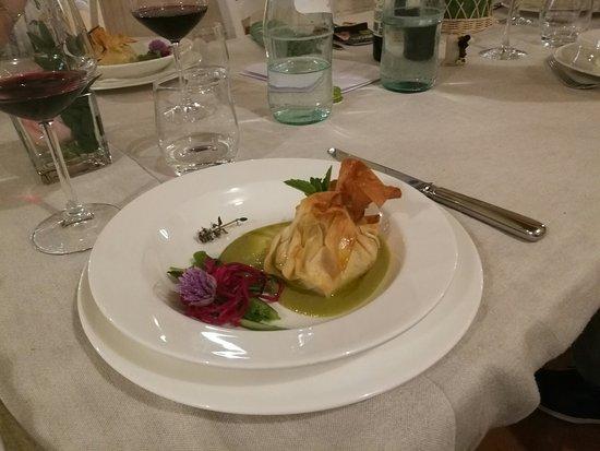 Valtopina, Italia: Il Borgo di Gallano_1 maggio '17_Fagottino croccante con ricotta, asparagi e pomodorini