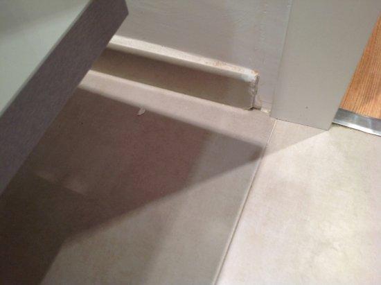 Sensimar Rocador: Poor tiling in bathrooms