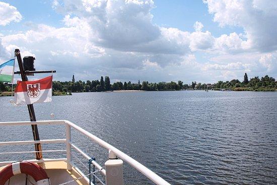 Brandenburg City, Germania: Blick vom Beetzsee auf die Stadt Brandenburg.