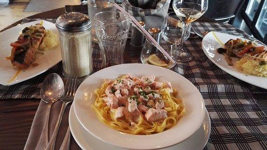 Tagliatelles au saumons frais inclus dans la formule for Restaurant le garage deauville