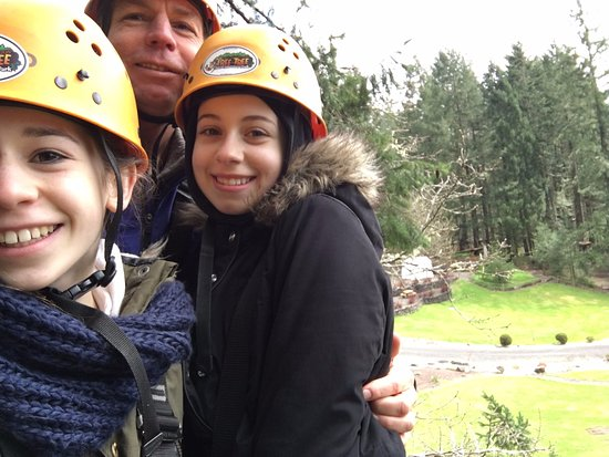 Tree to Tree Adventure Park : Anna and Lara with their dad!
