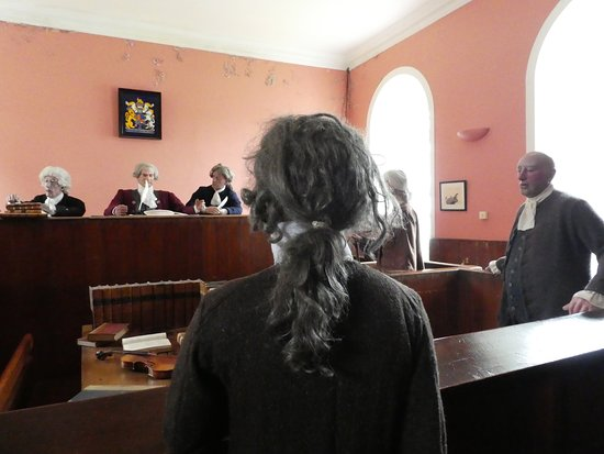 Cromarty, UK: Coutroom in session....accused is the mannequin with back to screen.