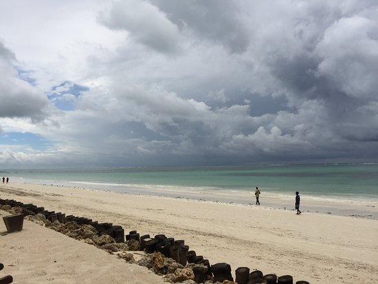 Sultan Sands Island Resort: Prachtig uitzicht over de Indische oceaan met indrukwekkende luchten