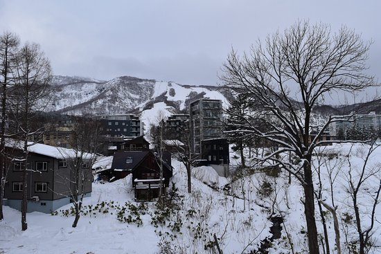 Shiki Niseko: You have the very best view to see people skiing down!