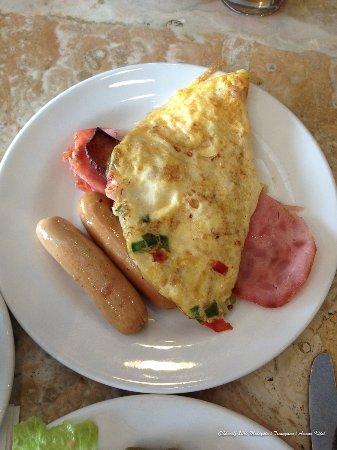 Kijal, Malaysia: Buffet breakfast selection - Western