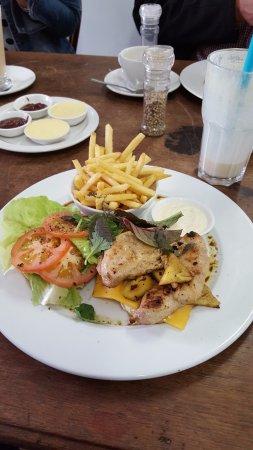 Kikka: Chicken & Pine burger