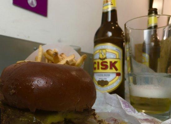Msida, Malta: Un panino e una Cisk