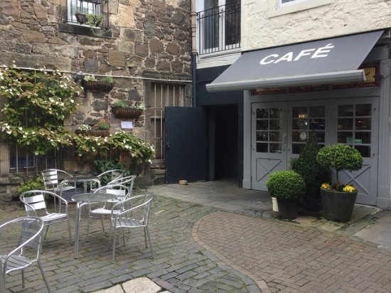 The Greengrocer: Beautiful courtyard to enjoy lunch or just coffee and cake