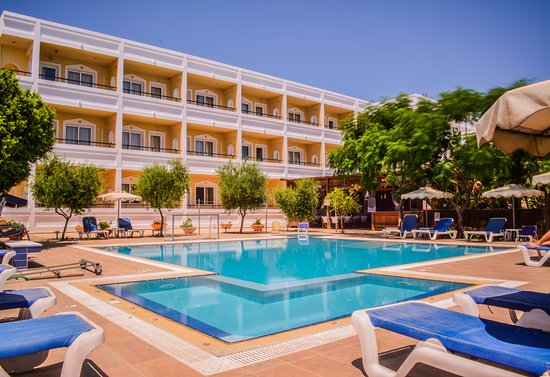 Bit far from the beach - Review of Mon Repos Villa - Hotel