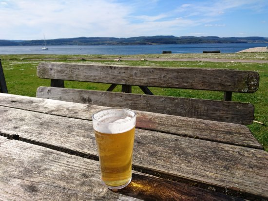 Tighnabruaich, UK: Pint with a view