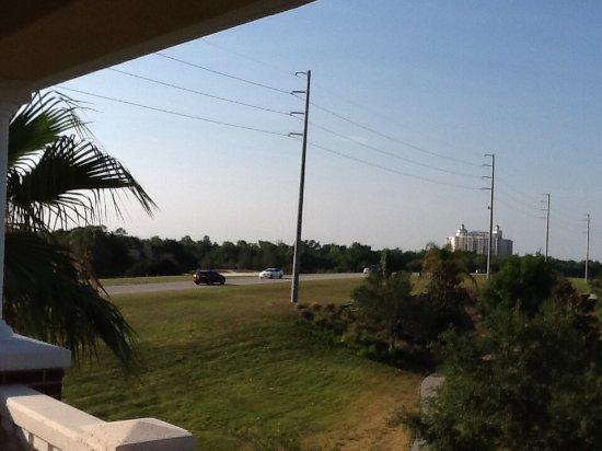 Reunion Resort of Orlando: Noisy busy street
