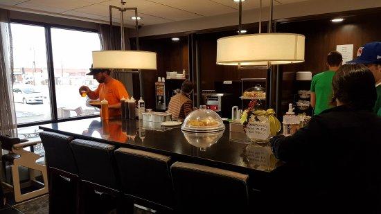 Wingate by Wyndham Los Angeles International Airport LAX: Уголок для завтрака