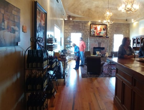 Two Rivers Winery: Tasting room