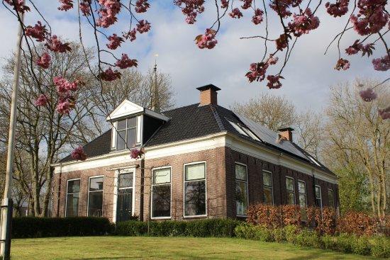 Provincia de Frisia, Países Bajos: Centraal gelegen in Friesland, vlak naast de Martenskerk vindt u onze B&B de Pastorie anno 1864