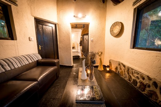 Balule Nature Reserve, South Africa: Billy's Lodge Luxury Cottage Private Lounge View 4