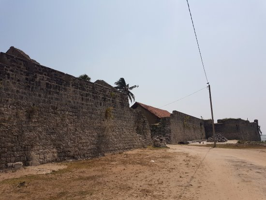 Mannar, Sri Lanka: Outer wall