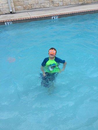 Gonzales, TX: Fun in the pool