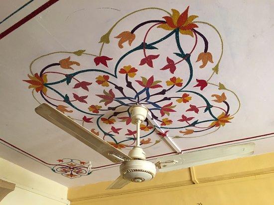 Hotel Deep Mahal: ceiling