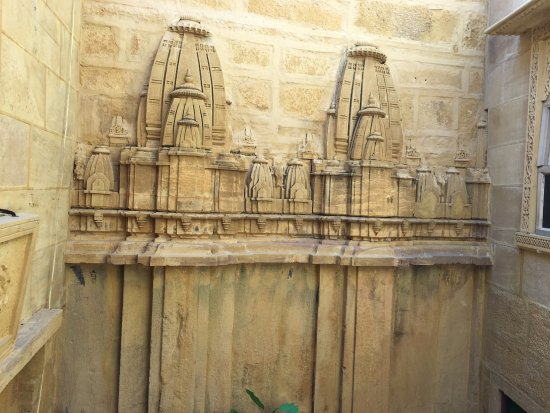 Hotel Deep Mahal: Room and Hotel walls