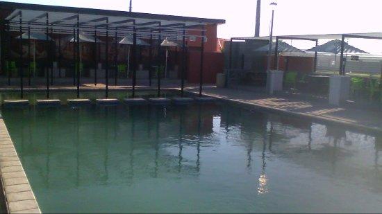 Kraaifontein, South Africa: Pool Area - Smoking & Non-smoking seating areas