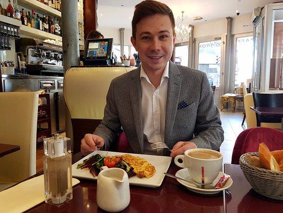 Cafe le Baron: Омлет на завтрак, интерьер