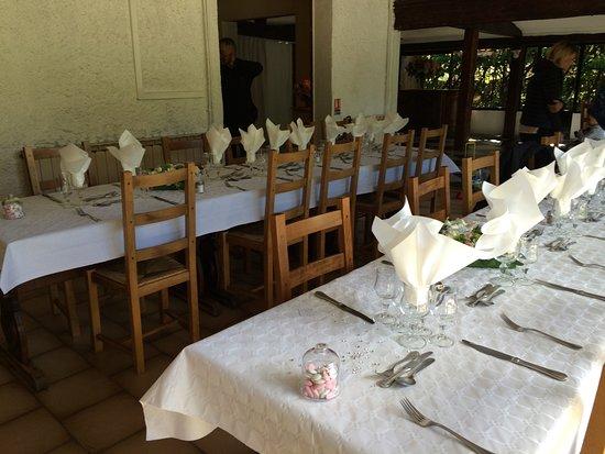 L'Auberge des Ceps : salle (2 tables de 10)