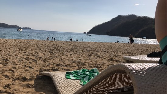 Nasugbu, Philippines: At Pico De Loro's guest pool and beach
