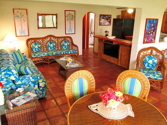 Harbour Club Villas & Marina: Flat screen TV and a fully equipped kitchen