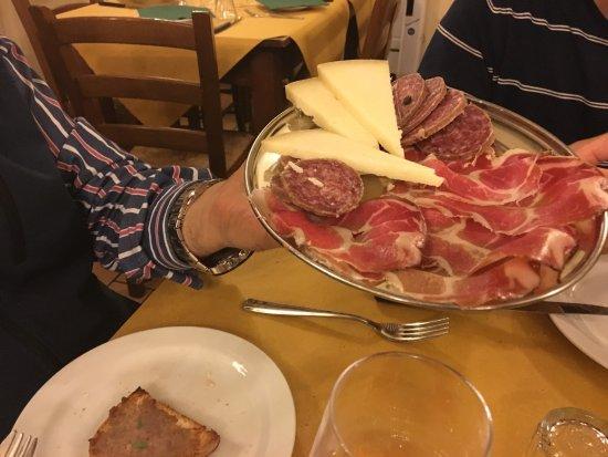 Acquaviva Picena, Italië: salumi e formaggi