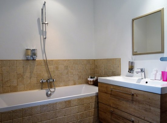 Murs, Frankrike: salle de bain chambre d'Edgar